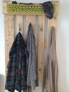 die universal shabby garderobe pallets spice shelf and wood shelf. Black Bedroom Furniture Sets. Home Design Ideas