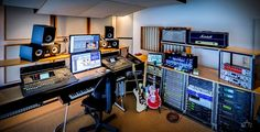 Gundy Keller's studio - note the fetching Blue Lights among the general abundance of droolworthy gear ;)