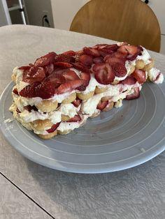 No Bake Summer Desserts, Just Desserts, Summer Recipes, Dessert Recipes, Summer Deserts, Cold Desserts, Dessert Ideas, Cake Recipes, Baked Strawberries