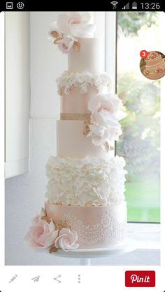 Foto 3 HV - Google Foto's Ruffles, parelmoer, kant en bloemen Elegant Wedding Cakes, Beautiful Wedding Cakes, Gorgeous Cakes, Wedding Cake Designs, Pretty Cakes, Perfect Wedding, Elegant Cakes, White Wedding Flowers, Wedding Cakes With Flowers