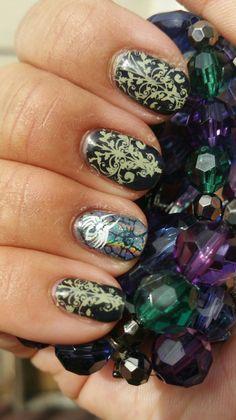Halloween candelabra spider manicure