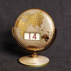 I just love this vintage and elegant perpetual rotating Globe calendar ! It is a great and heavy metal piece to sit on any travelers desk... Might have been an old Tabacongo advertisement memorabilia as it is branded/engraved on bottom. Globe meas. approx. 90mm diameter. Round