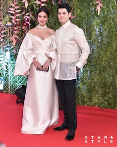 The Cutest Couples at the ABS-CBN Ball 2019 - Star Style PH Elegant Wedding Gowns, Elegant Dresses, Miss Universe Gowns, Sarah Lahbati, Modern Filipiniana Dress, Philippines People, Filipino Fashion, Cutest Couples, Thai Dress