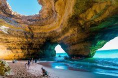 Algar de Benagil, referenciado como uma das maravilhas de Portugal, situado no Algarve junto à praia de Benagil. apenas acessível por barco. Ainda recentemente por esta e por outras maravilhas algarvias, foi Portugal referenciado na imprensa americana...