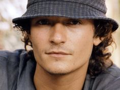The Orlando Bloom Files Message Board - Cat in a hat