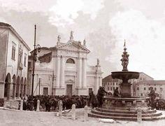Vittorio Veneto, militari in sosta nel borgo cinquecentesco di Ceneda
