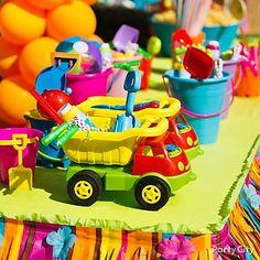 Beach pails and dump trucks = fun kids' party favor containers! Kids Party Themes, Kid Party Favors, Party Gifts, Party Ideas, Kids Beach Party, Luau Party, Boy Birthday Parties, 2nd Birthday, Birthday Ideas