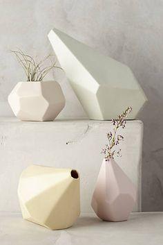 Vase en céramique à facettes