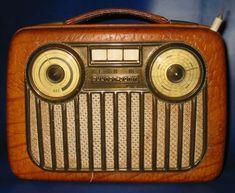 Television Set, Vintage Television, Vintage Tv, Vintage Cameras, Radio Design, Retro Radios, Radio Wave, Antique Radio, Transistor Radio
