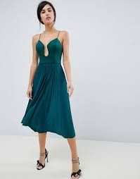 Browse online for the newest ASOS DESIGN scuba u bar pleated midi dress styles. Shop easier with ASOS' multiple payments and return options (Ts&Cs apply). Midi Skater Dress, Green Midi Dress, Midi Shirt Dress, Asos Dress, Midi Dresses, Party Dresses, Robes Midi, Going Out Dresses, Mode Online