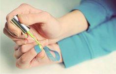 Você já tentou escovar os faróis do seu carro com pasta de dente? Confie em nós – funciona melhor do que qualquer limpador profissional que você pode comprar nas lojas. Algumas coisas têm mais de uma função diária, e a vida pode ser feita muito mais fácil de maneiras inesperadas. A ZipNotícias coletou alguns hacks …