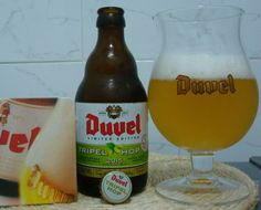 Cerveja Duvel Tripel Hop 2015 (Equinox), estilo Belgian Golden Strong Ale, produzida por Brouwerij Moortgat, Bélgica. 9.5% ABV de álcool.