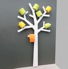 枯れ木に花を咲かせてみましょう。 木を模したこちらのトイレットペーパーホルダー。それぞれの枝に芯を突き刺すという収納方法がダイナミックですね。 カラフルなトイレットペーパーを使えば華やかな雰囲気も演出できそう。置く場所が確保できれば・・・ですが(via LOVEThESIGN)
