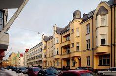 Talo, johon sen arkkitehtikaan ei enää usko: silmiinpistävä laatikko jugendtalojen välissä - HS Ilta - Helsingin Sanomat Helsinki, Multi Story Building, Street View