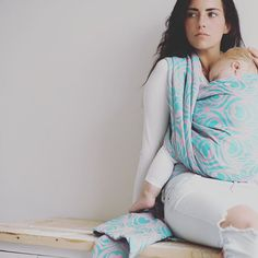 Love for pastels and babywearing. #artipoppe #babywearing