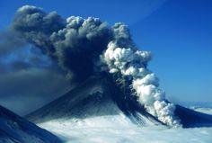 Mount Pavlof, Alaska Ausbruch im Mai 2013: Der Vulkan Pavlof auf der Alaska-Halbinsel ist der aktivste des US-Bundesstaats.