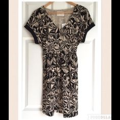 Anthropologie Kimono Sleeve Black Abstract Dress Beautiful Anthropologie 9-H15-STCL Black and cream floral abstract print dress. Asian style with kimono type sleeves. V neckline, Short loose fit sleeves, Tie back waist, Hip pockets, Fully lined. Size small. 100% Polyester. 13.5 inch waist laying flat stretched out to 17 inches, 35 inches long. Pretty fall dress!! Anthropologie Dresses Midi