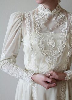 Image discovered by undoubtedl-y. Find images and videos about white, vintage and dress on We Heart It - the app to get lost in what you love. Vestidos Vintage, Vintage Dresses, Vintage Outfits, Boho Wedding, Wedding Gowns, Dream Wedding, Victorian Fashion, Vintage Fashion, Wedding Ideias