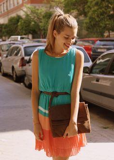 HoneyDressing apuesta por una de las tendencias de la temporada: los vestidos plisados. ¿Quieres ver cómo lo combina? http://honeydressing.blogs.elle.es/2012/06/08/vestido-plisado/