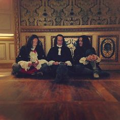 Louis, Bontemps and Philippe checking their phones between scenes ;)