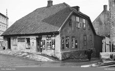 Hammersborg torg 7 i 1937 Oslo, School Photos, Norway, Old School, Holland, Museum, Black And White, House Styles, Pictures