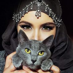 Arabian Makeup, Arabian Beauty, Middle Eastern Makeup, Niqab Eyes, Arabic Eyes, The Cat Returns, Magic Cat, Cat Ages, Disney Cats