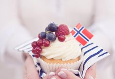 17. mai cupcakes Norwegian National Day trest! Party Desserts, Just Desserts, Swedish Recipes, Norwegian Recipes, Heritage Recipe, Norwegian Food, Scandinavian Food, Sugar And Spice, Kitchens