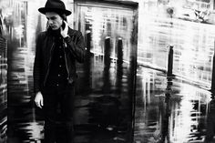 James Bay.... i so have a crush on this guy right now.