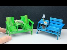 Hello, Everyone. Today, let's make this easy miniature furniture (popsicle stick chairs and table) toys for kids. We made them out of popsicle sticks… We. Diy Barbie Furniture, Tiny Furniture, Fairy Garden Furniture, Miniature Furniture, Dollhouse Furniture, Furniture Plans, Popsicle Stick Catapult, Diy Popsicle Stick Crafts, Popsicle Stick Houses