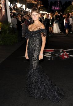 "Penelope Cruz - Premiere Of Walt Disney Pictures' ""Pirates Of The Caribbean: On Stranger Tides"" - Red Carpet"