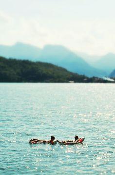Photo i took of a couple 'Chillin' at Lake Como - Italy 2011