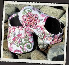Pink Ink Shoopers Newborn to Toddler 13. $15.00, via Etsy.