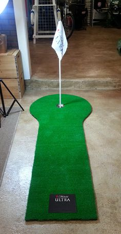 Get a hole in one with a custom putting green made of synthetic turf with printed flag. Great for an in store display or incentive! #golffans #getonthegreen #uniqueinstoredisplays