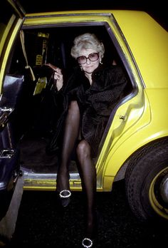 Every time she made an entrance, gams first. 19 Times Elaine Stritch Taught Us How To Wear Clothes Sparkly Jumpsuit, Advanced Style, Feature Film, Funny People, American Actress, Role Models, Beautiful People, Beautiful Ladies, How To Look Better
