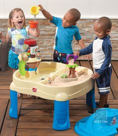 Little pirates can sail into the open sea and explore a tropical island with the Sail Away Adventure Sand & Water Table with Umbrella from Step2!