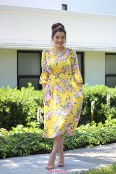 Earlier, plus-sized women used to find it challenging to receive a perfect dress for any event. Previously you could have to think twice before deciding upon a fashionable dress. Inexpensive prom dresses don't need to appear cheap! Muslim Fashion, Modest Fashion, Fashion Dresses, Curvy Fashion, Plus Size Dresses, Plus Size Outfits, Modest Dresses Casual, Modest Clothing, Flax Clothing