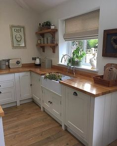 17 Stunning Rustic Country Kitchen Design And Decor Ideas ~ Gorgeous House Home Decor Kitchen, Rustic Kitchen, Kitchen Interior, New Kitchen, Kitchen Ideas, Cream And Wood Kitchen, Cream Shaker Kitchen, Small Kitchen Inspiration, Interior Inspiration
