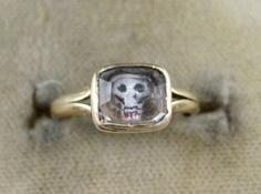 GEORGIAN MEMENTO MORI CRYSTAL SKULL 18CT GOLD RING - DATED 1716