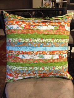 - Strippy Pillow, free instructions.