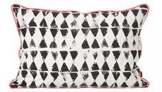 Potatistryck- Worn Triangle Cushion from Ferm Living.  från diyordie.elleinterior.se/snyggt-potatistryck/