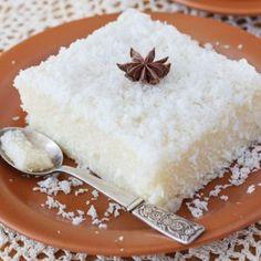 Budinca de cocos la cuptor in 2019 Sweets Recipes, Brownie Recipes, Healthy Desserts, Cake Recipes, Breakfast Dessert, Pie Dessert, Food Cakes, Tapioca Dessert, Yummy Treats