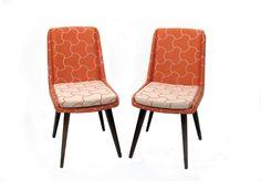זוג כסאות וינטג' משופצים ומרופדים מחדש בבד משנות ה-70.  המחיר ליחידה.