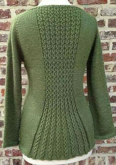 """diy_crafts- """"Ravelry: Triangle Jacket pattern by von Hinterm Stein"""", """"Perfect for a casual friday …"""", """"This post was discovered by Üns"""" Knitting Machine Patterns, Sweater Knitting Patterns, Cardigan Pattern, Jacket Pattern, Knitting Designs, Knit Patterns, Baby Knitting, Diy Crochet Sweater, Gilet Crochet"""