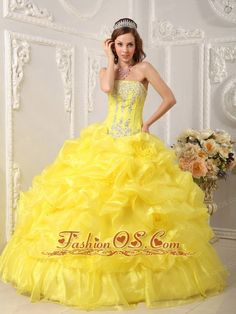 Buy beading strapless bright yellow appliques sweet 16 dresses from spring quinceanera dresses collection, strapless ball gowns in yellow color,cheap floor length organza dress with lace up back and for sweet 16 quinceanera . Quinceanera Dresses 2016, Pageant Dresses, Dresses 2014, Prom Gowns, Quinceanera Ideas, Long Dresses, Dresses Online, Evening Gowns, Wedding Dresses