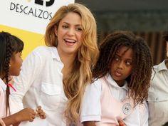 A simple gesture can change the life of many children • Un simple gesto puede cambiar la vida de muchos niños. •  Fundación Pies Descalzos, Shakira • 17/11/2015 •