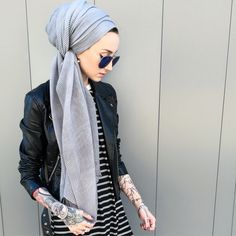 turban hijab Kendyl Noor Aurora is a fully tattooed head-scarf wearing Muslim woman, Turban Hijab, Turban Mode, Islamic Fashion, Muslim Fashion, Modest Fashion, Hijab Fashion, Fashion Outfits, Hijab Outfit, Moda Hijab