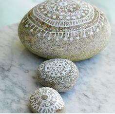 Rullesteiner med litt dekorativ maling ☀