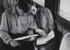 L'amour des livres et l'amour entre les deux font qu'un sur cette image