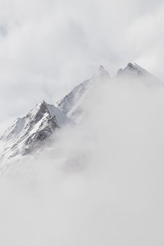 Adventure : 15 jours de trek dans l'Himalaya Landscape Photography, Nature Photography, White Aesthetic, Belle Photo, Black And White Photography, Mists, Beautiful Places, Scenery, Pure Products