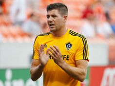 Steven Gerrard Photos - Steven Gerrard of the Los Angeles Galaxy works out on the field prior to the start of their game against the Houston Dynamo at BBVA Compass Stadium on July 2015 in Houston, Texas. - Los Angeles Galaxy v Houston Dynamo Liverpool Team, Liverpool Legends, Andy Carroll, Houston Dynamo, Steven Gerrard, Pictures Of The Week, Sports Pictures, Get In Shape, Polo Ralph Lauren
